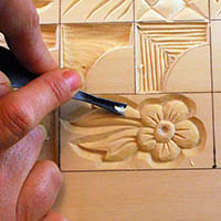 carving detail lines using a round gouge